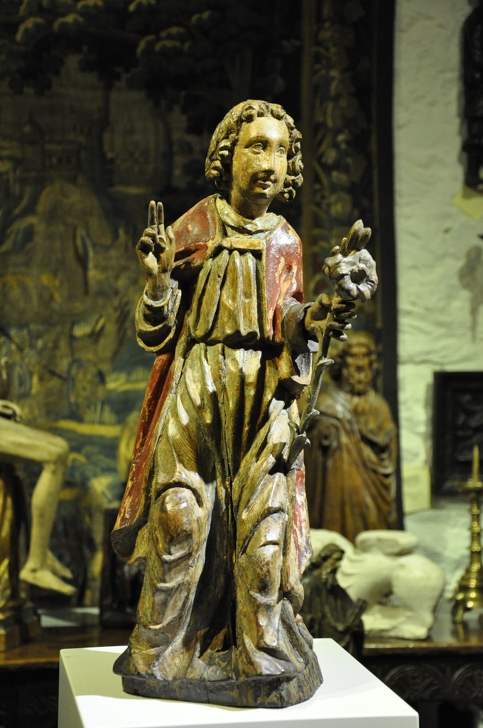 A BEAUTIFUL 15TH CENTURY OAK AND POLYCHROMED SCULPTURE  OF THE ANGEL GABRIEL HOLDING A LILY. NETHERLANDS. CIRCA 1470.