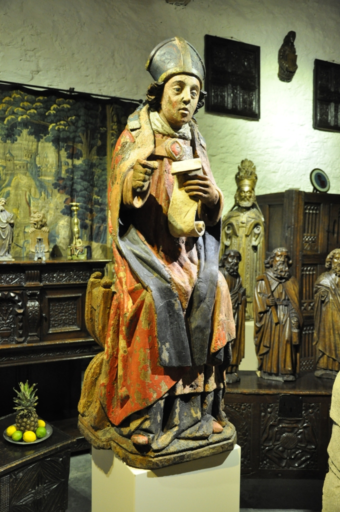 A BEAUTIFUL AND RARE MOSAN SCULPTURE OF ST SERVATIUS FROM THE MID 15TH CENTURY. CIRCA 1450.