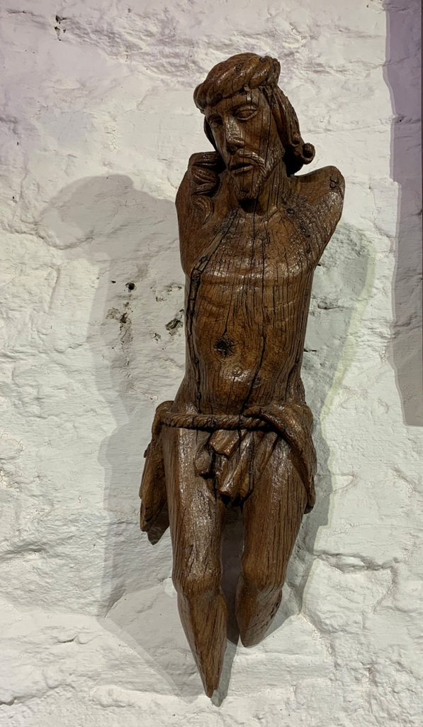 A BEAUTIFUL LATE 15TH CENTURY OAK CHRIST FIGURE . CIRCA 1480.