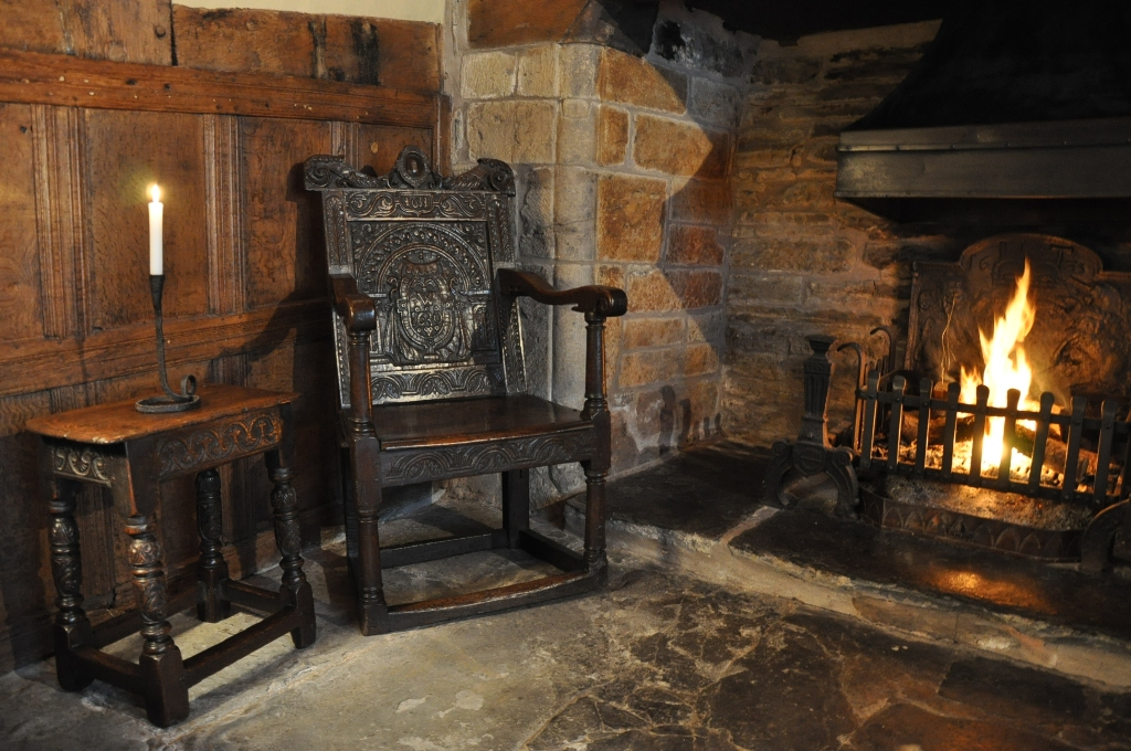 A FINE AND RARE CHARLES I OAK ROYALIST WAINSCOT ARMCHAIR. GLOUCESTERSHIRE. CIRCA 1635.