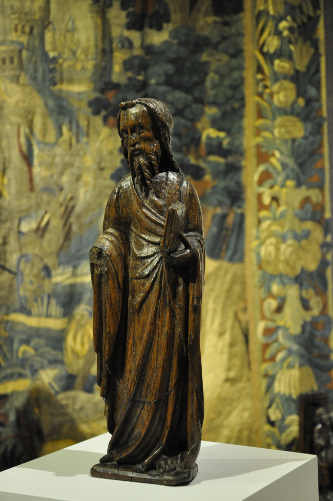 A FINE EARLY 14TH CENTURY OAK SCULPTURE OF AN APOSTLE. CIRCA 1320.