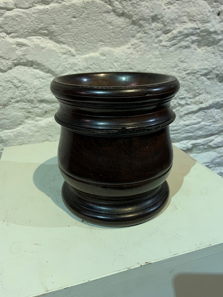 A FINE LATE 17TH CENTURY TURNED LIGNUM-VITAE MORTAR. CIRCA 1680.