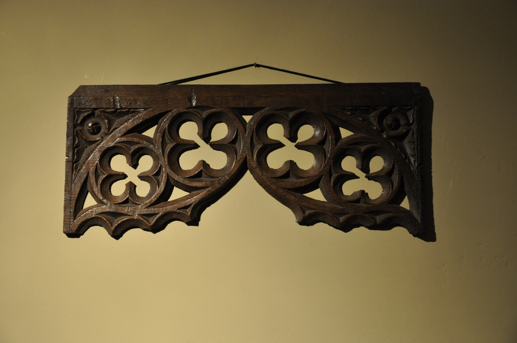 A FINELY CARVED AND PIERCED 16TH CENTURY ENGLISH TRACERY FRAGMENT. CIRCA 1530.
