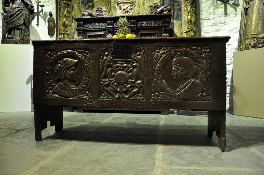 A FINE AND RARE TUDOR OAK BOARDED CHEST. WEST COUNTRY. CIRCA 1540..