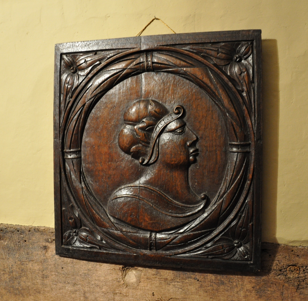 A LARGE 16TH CENTURY  CARVED OAK PORTRAIT PANEL. CIRCA 1580.