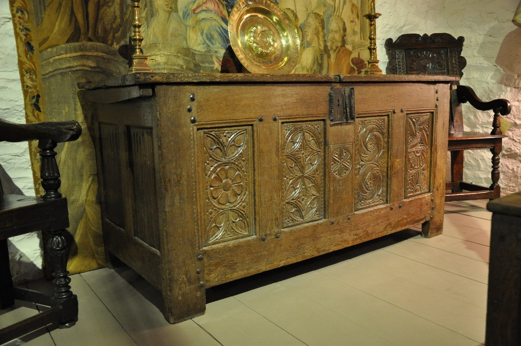 A LARGE 16TH CENTURY NORMAN OAK CARVED CHEST . CIRCA 1500.