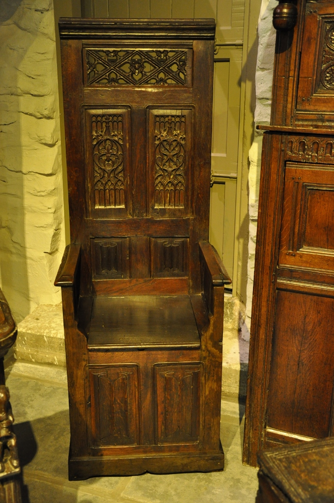 A LATE 15TH CENTURY CARVED OAK THRONE CHAIR. FRENCH. CIRCA 1480-1500.