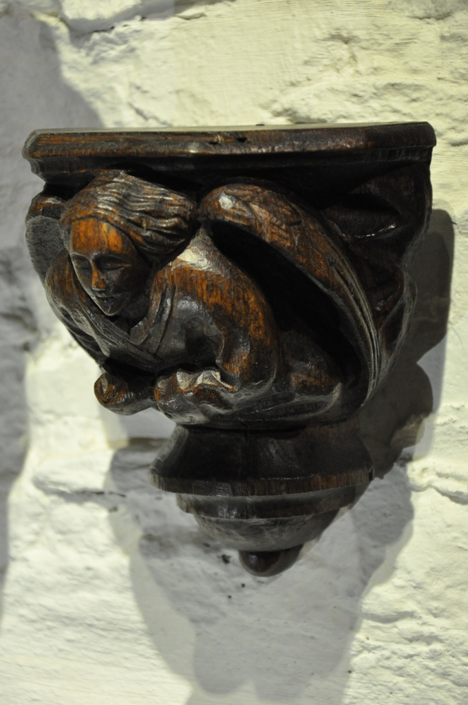 A LATE 15TH CENTURY / EARLY 16TH CENTURY CARVED OAK ANGEL CORBEL. CIRCA 1500.