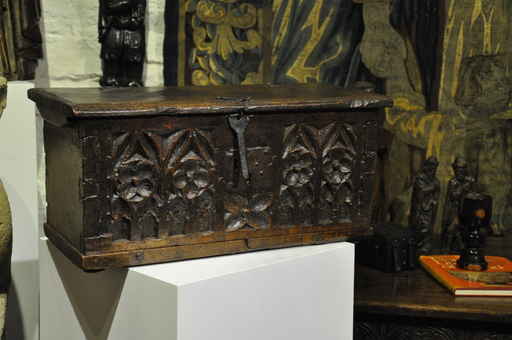 A LATE MEDIEVAL NORMAN WALNUT CASKET. CIRCA 1500.