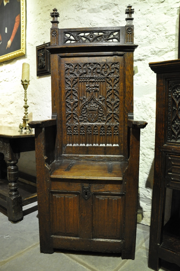 A MAGNIFICENT LATE 15TH CENTURY GOTHIC OAK THRONE CHAIR. FRENCH. CIRCA 1480.