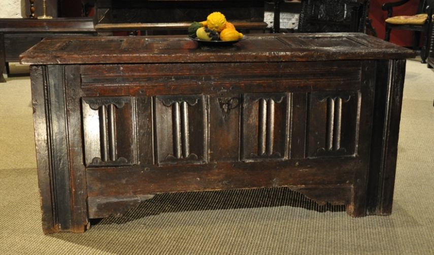 A MID 16TH CENTURY OAK LINENFOLD CHEST. CIRCA 1550.