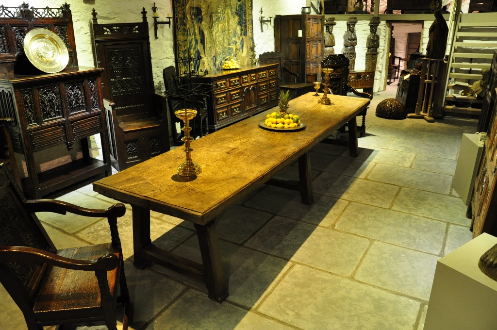 A MONUMENTAL LATE 17TH CENTURY OAK TRESTLE TABLE. CIRCA 1680.