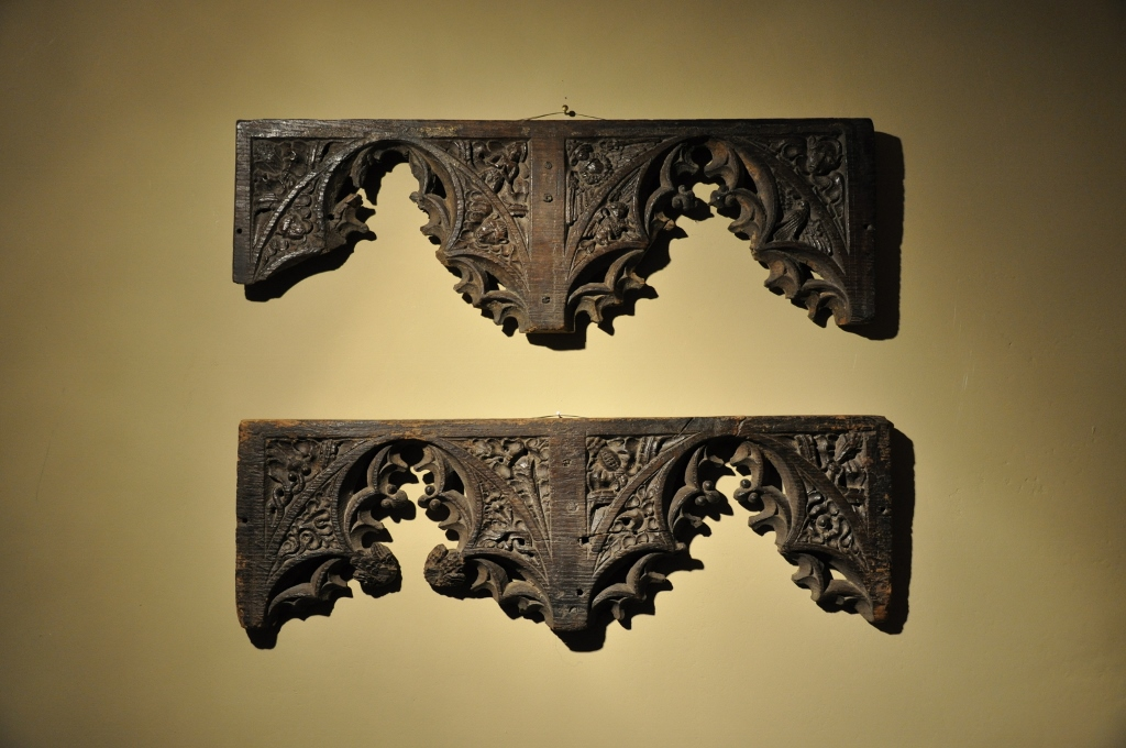 A MOST WONDERFUL PAIR OF INTRICATELY CARVED OAK ENGLISH MEDIEVAL ROOD SCREEN FRAGMENTS. CIRCA 1480.
