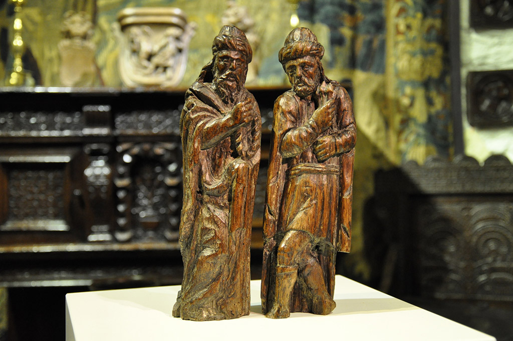 A PAIR OF EARLY 15TH CENTURY ENGLISH CARVED OAK FIGURES OF JOSEPH OF ARIMATHEA AND NICODEMUS. CIRCA 1420.