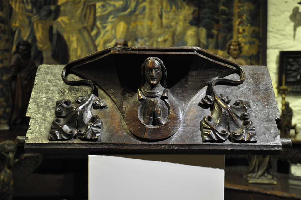 A RARE 15TH CENTURY ENGLISH CARVED OAK MISERICORD. CIRCA 1470.