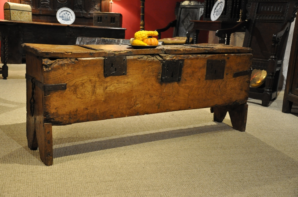 A RARE 15TH CENTURY ENGLISH ELM STRONG CHEST.