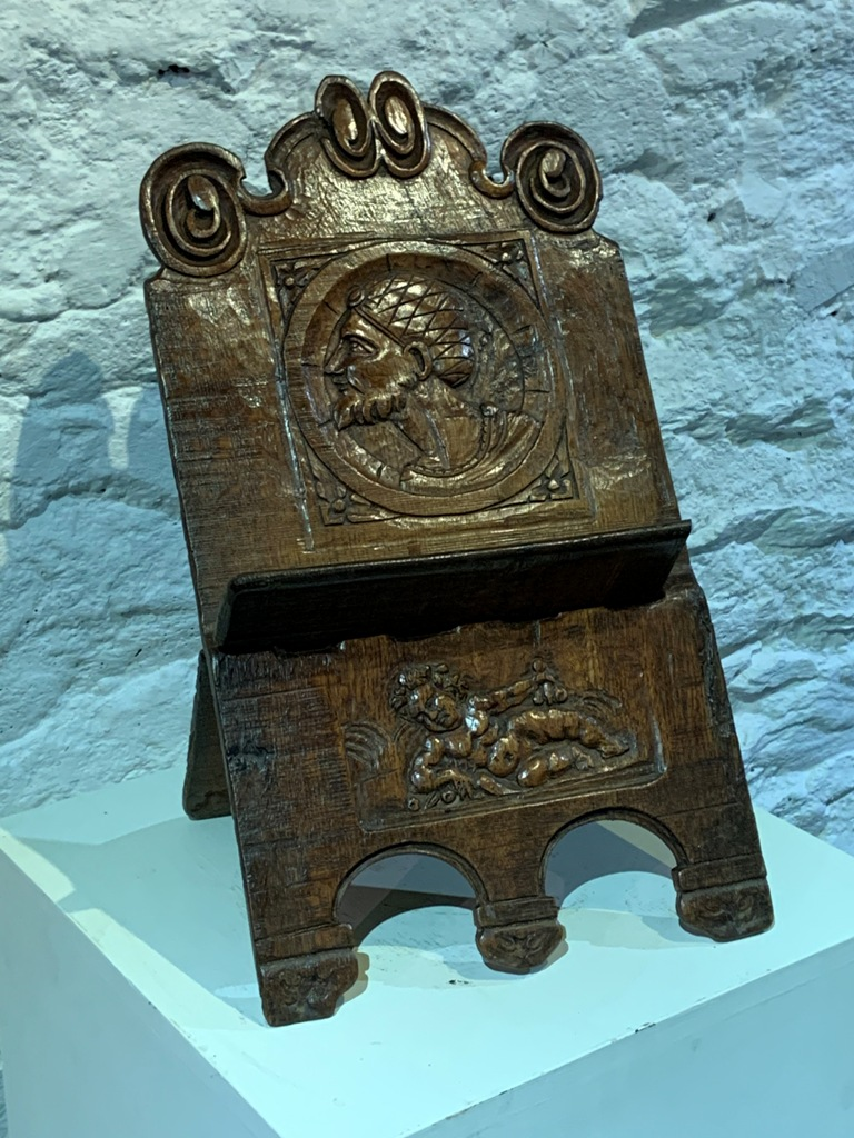 A RARE 16TH CENTURY ENGLISH OAK LECTERN. CIRCA 1520.