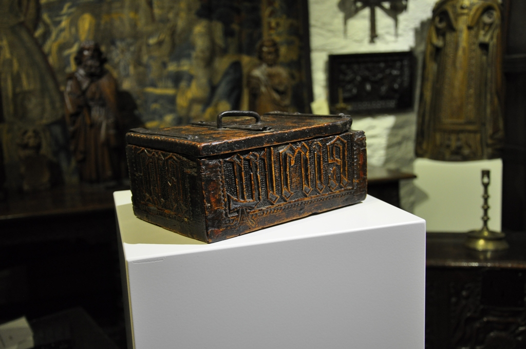 A RARE EARLY 15TH CENTURY NORMAN FRUITWOOD CASKET.