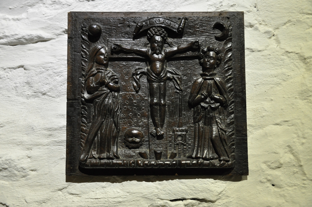 A RARE EARLY 16TH CENTURY ENGLISH OAK CRUCIFIXION PANEL. CIRCA 1540.