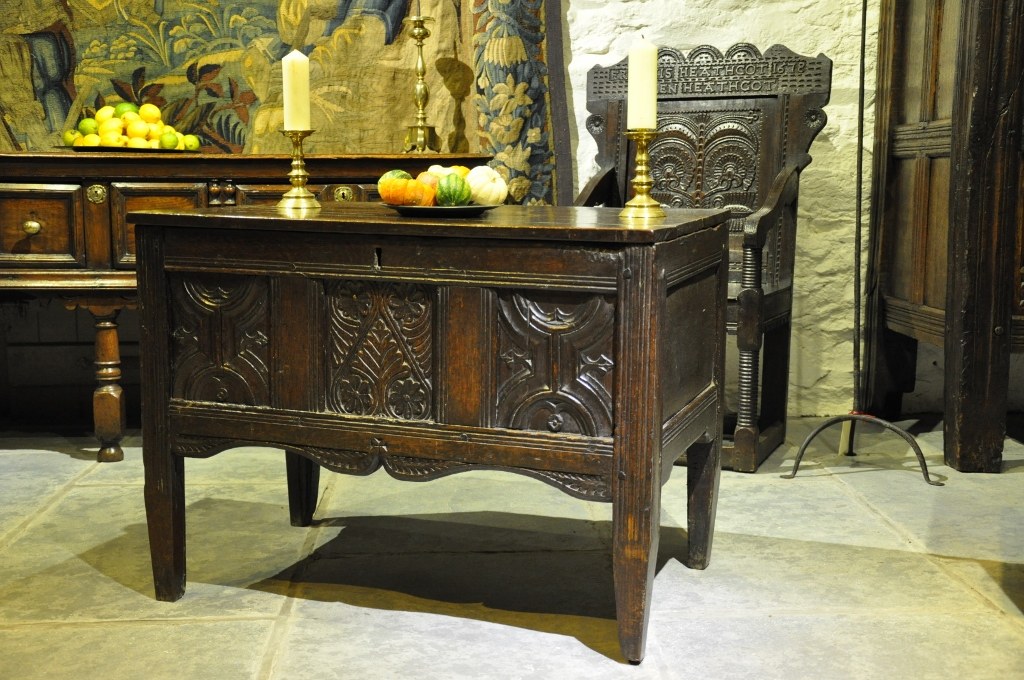 A RARE LATE TUDOR ENGLISH OAK COUNTER TABLE. CIRCA 1580.