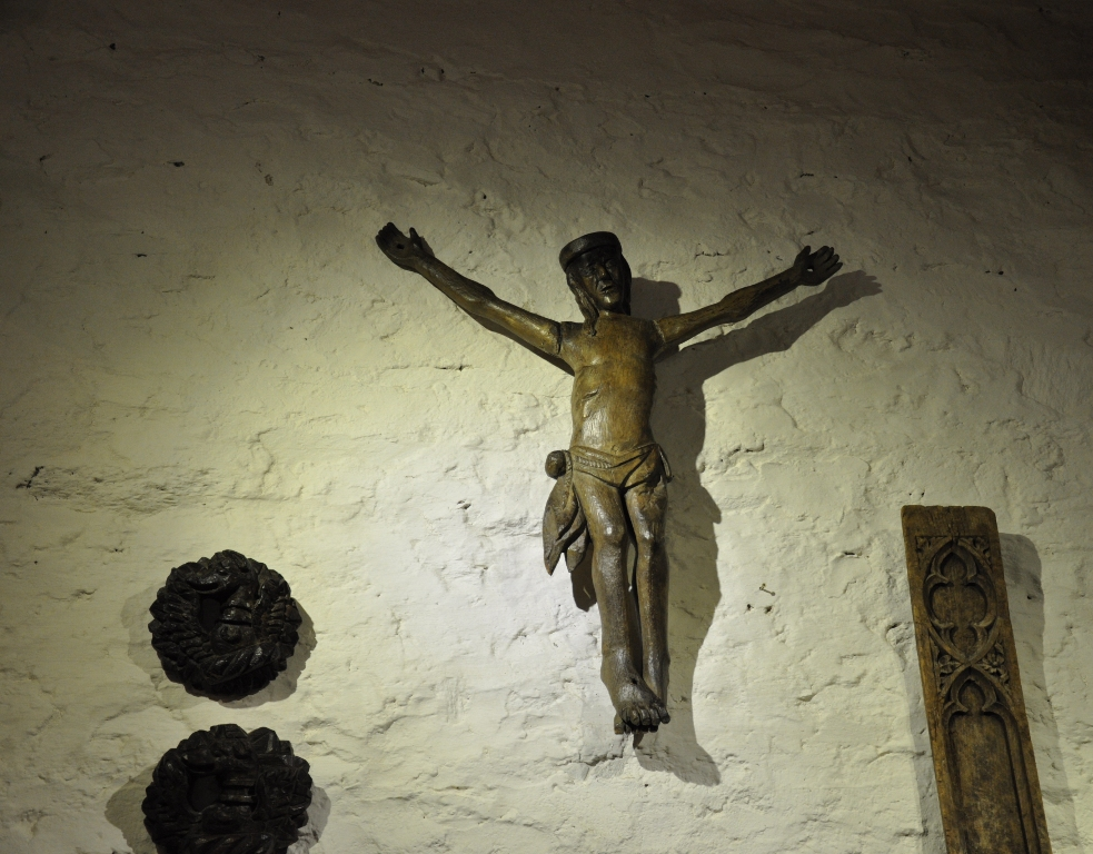 A RARE MID 15TH CENTURY ENGLISH OAK SCULPTURE OF CHRIST CRUCIFIED.CIRCA 1450.