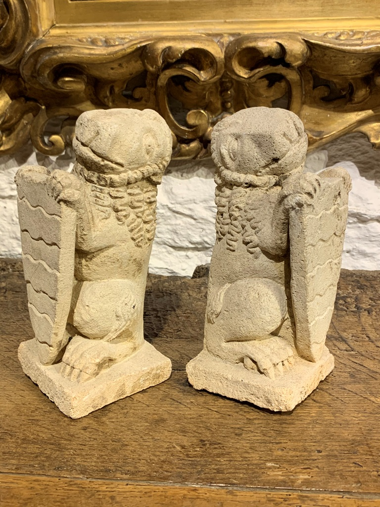 A RARE PAIR OF LATE MEDIEVAL ENGLISH LIMESTONE LION FINIALS. CIRCA 1500-1520.