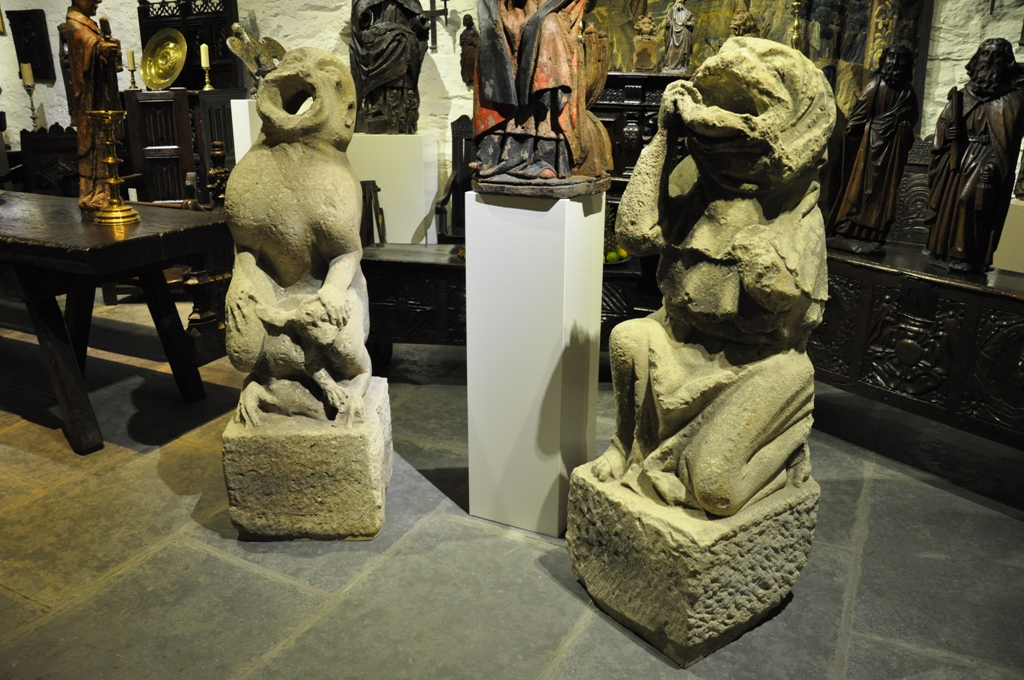 A SUBSTANTIAL AND RARE PAIR OF 14TH CENTURY ENGLISH MEDIEVAL LIMESTONE GARGOYLES. CIRCA 1320.