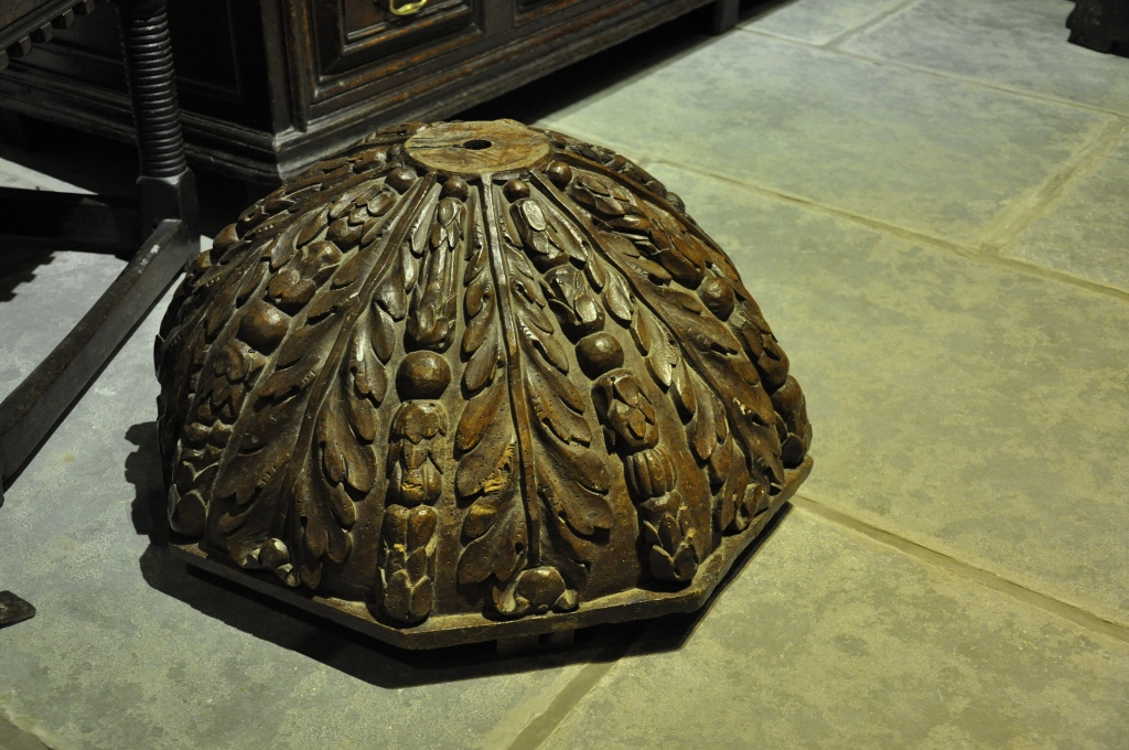 A SUBSTANTIAL 16TH CENTURY WALNUT CEILING BOSS.