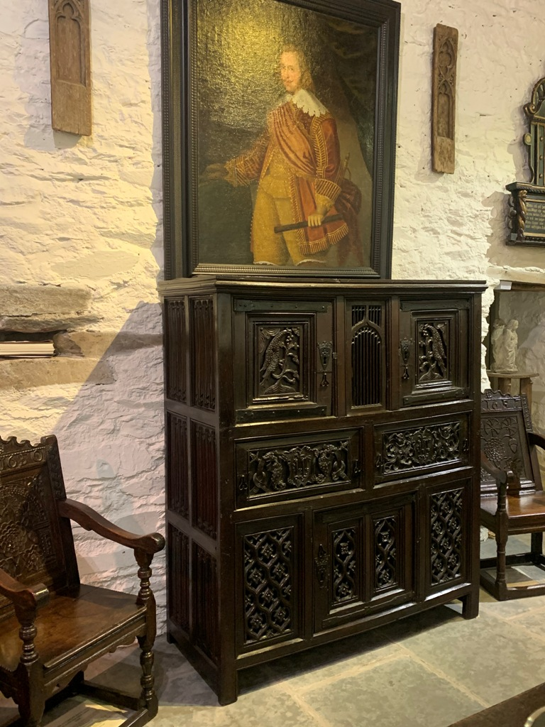 A TRULY MAGNIFICENT CARVED OAK TUDOR OAK GREAT HALL CUPBOARD. WELSH BORDERLANDS. CIRCA 1500.