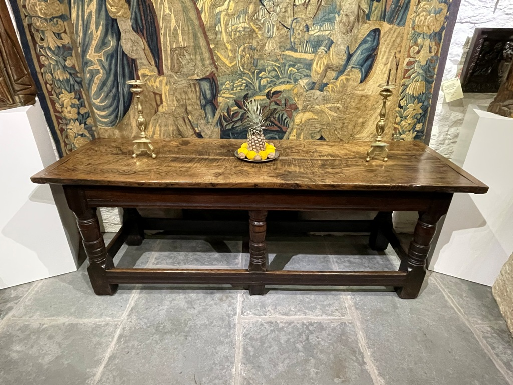 A VERY GOOD CHARLES II ENGLISH OAK REFECTORY TABLE. CIRCA 1660.