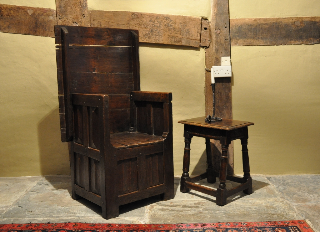 A VERY RARE EXAMPLE OF A LATE 15TH CENTURY BOX SEATED TABLE CHAIR. ENGLISH. CIRCA 1490.