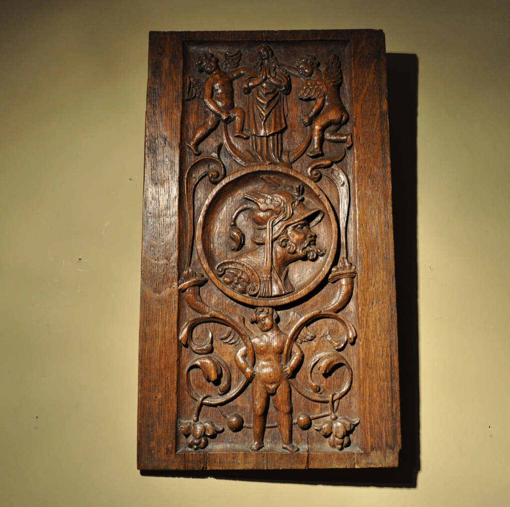 A VERY UNUSUAL 16TH CENTURY CARVED OAK PORTRAIT PANEL. CIRCA 1570.