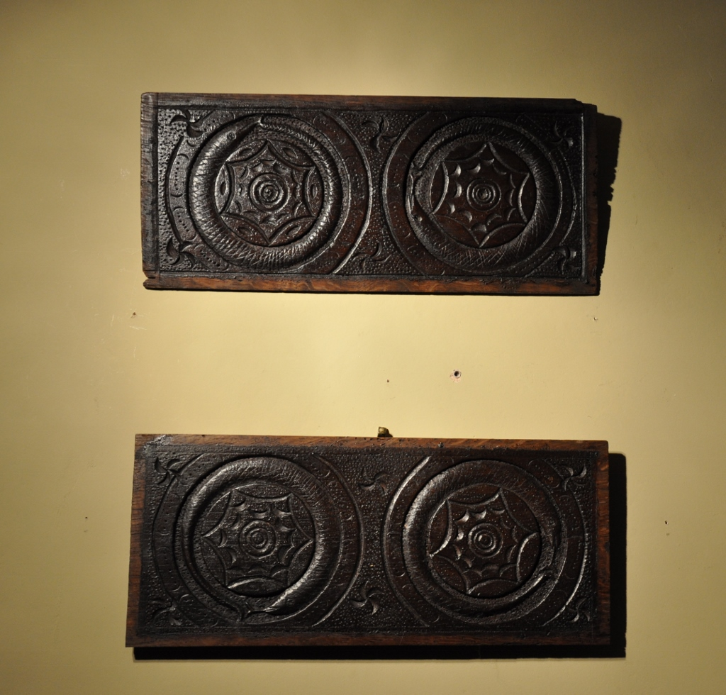 A VERY UNUSUAL PAIR OF ENGLISH CARVED OAK SERPENT PANELS. CIRCA 1620.