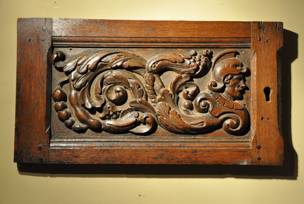 A WELL EXECUTED 16TH CENTURY CARVED OAK DOOR. CIRCA 1570.