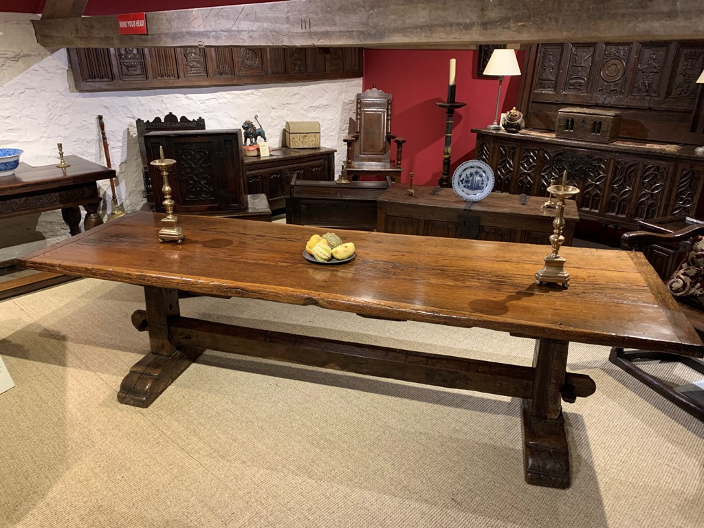 A WONDERFUL 16TH CENTURY WEST COUNTRY OAK TRESTLE TABLE. CIRCA 1580.