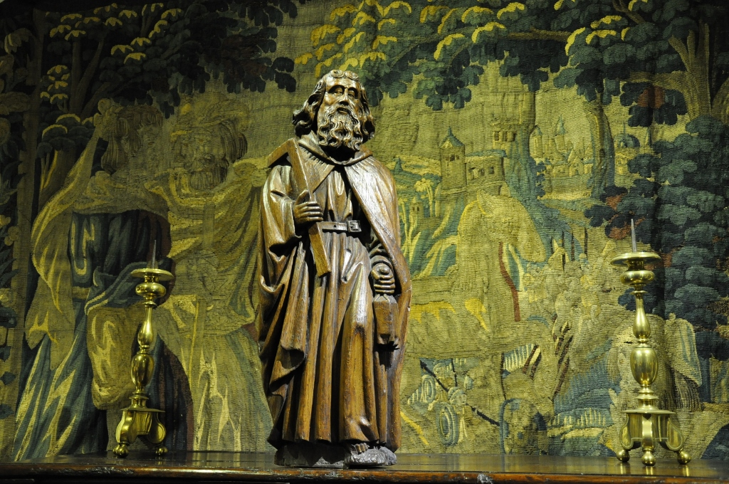 A WONDERFUL LATE 15TH CENTURY OAK SCULPTURE OF THE APOSTLE OF ST THOMAS. CIRCA 1480.