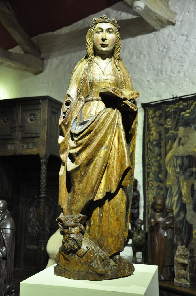 A WONDERFUL LATE MEDIEVAL NORMAN WALNUT SCULPTURE OF ST CATHERINE OF ALEXANDRIA. CIRCA 1480.