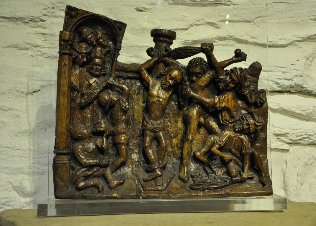 A WONDERFUL LATE MEDIEVAL OAK RETABLE SCULPTURE OF THE MOCKING OF CHRIST. NORTH EUROPEAN. CIRCA 1480.