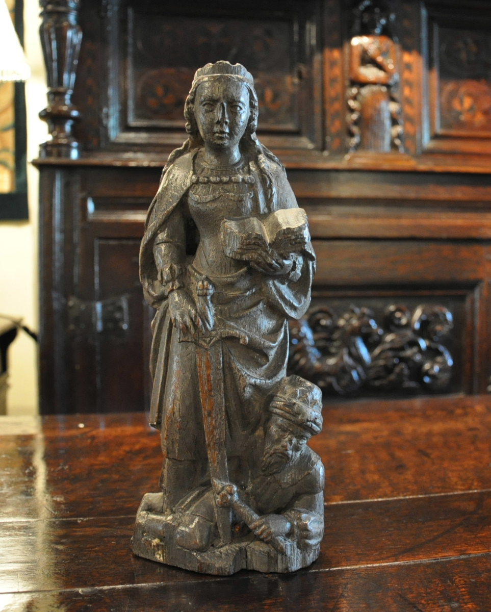 A WONDERFUL MEDIEVAL CARVING OF ST CATHERINE OF ALEXANDRIA. CIRCA 1510. LIMBURG.
