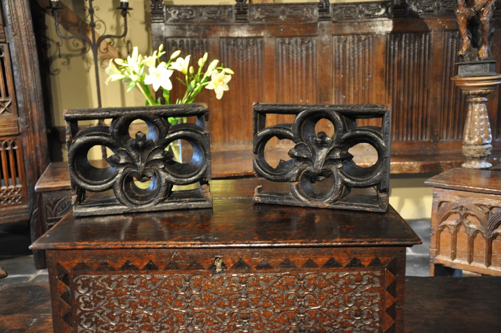 A WONDERFUL PAIR OF EARLY 15TH CENTURY ENGLISH CARVED OAK PIERCED QUATREFOIL PANELS. CIRCA 1420.