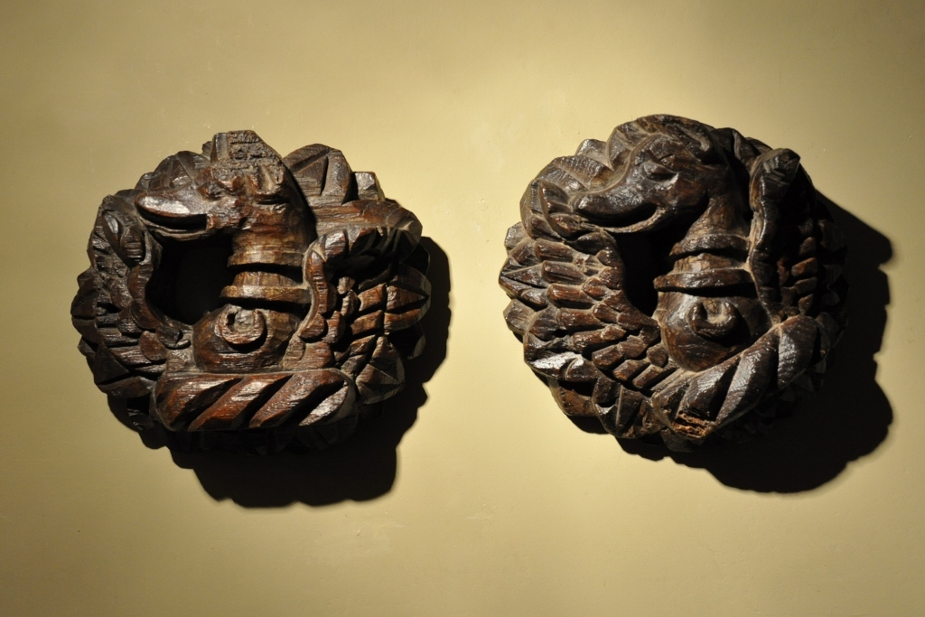 A WONDERFUL PAIR OF LATE 15TH / EARLY 16TH CENTURY ENGLISH CARVED OAK CEILING BOSSES. CIRCA 1500-1510.