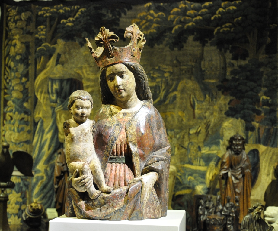 AN ABSOLUTELY BEAUTIFUL LATE MEDIEVAL SCULPTURE OF THE MADONNA AND CHILD. CIRCA 1470.