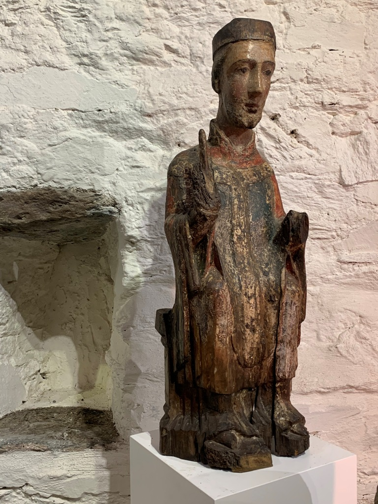 AN AMAZINGLY RARE AND BEAUTIFUL ROMANESQUE SCULPTURE OF A SEATED ST PETER.CIRCA 1150-1200.