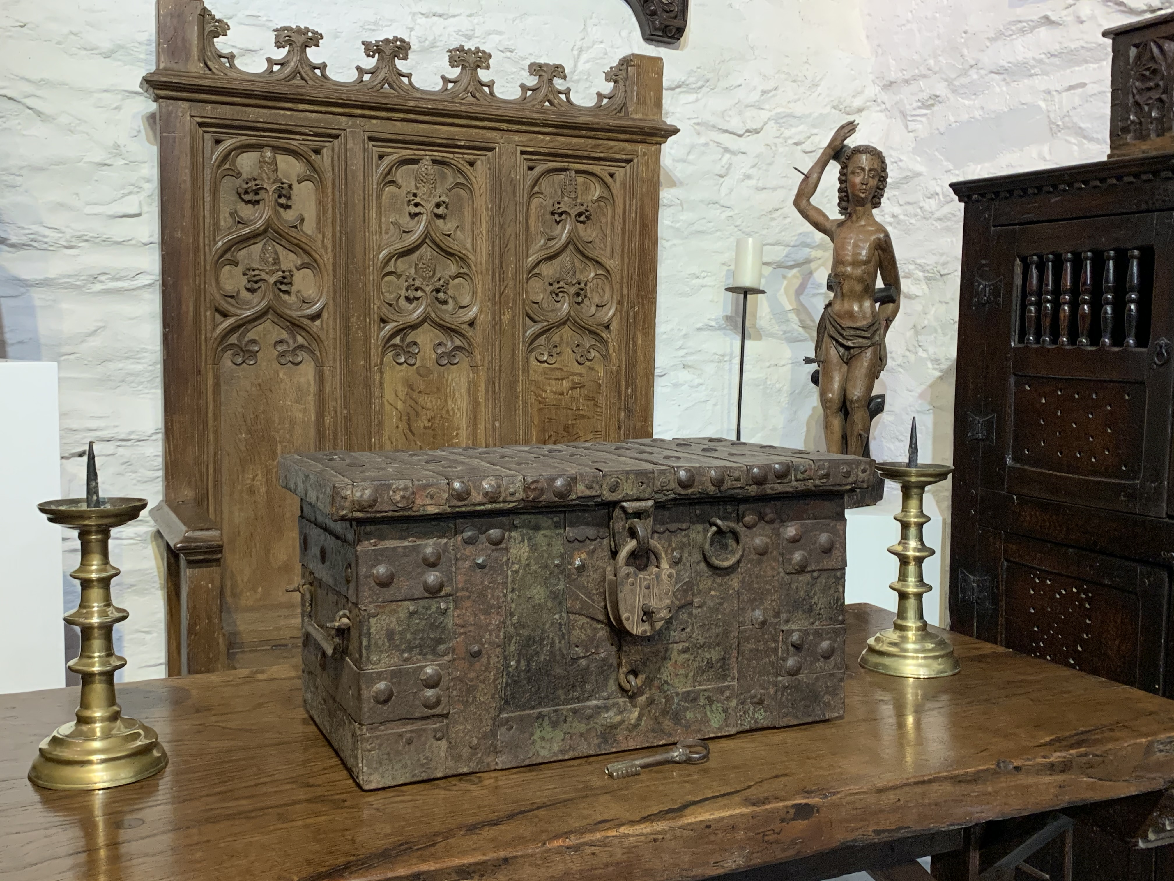 A LATE 15th / EARLY 16th CENTURY OAK AND IRONBOUND STRONG BOX. CIRCA 1500.