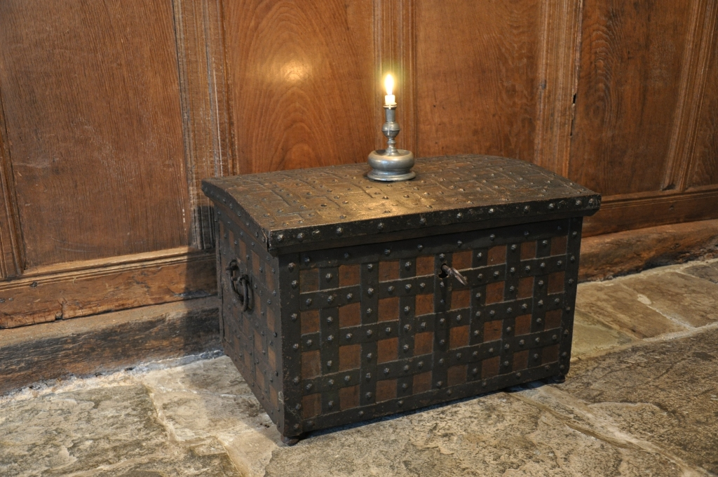 AN EARLY 17TH CENTURY OAK AND IRONBOUND STRONG BOX. WESTPHALIAN. CIRCA 1620.