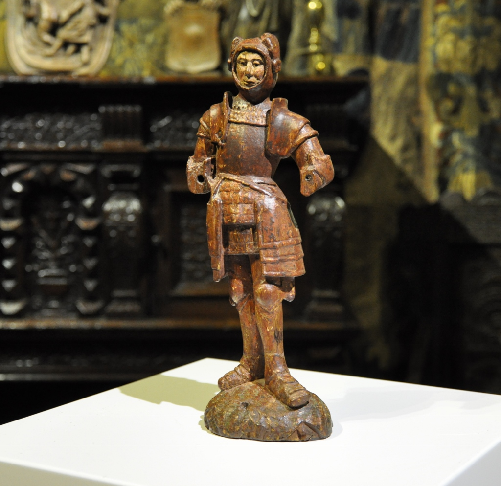 AN EXCEPTIONAL CARVED OAK FIGURE OF A KNIGHT. CIRCA 1490-1500.