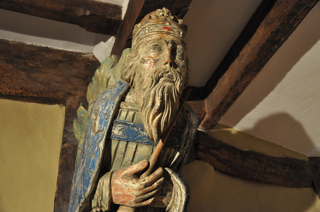 Late medieval roof carving depicting a royal saint (likely Edward the Confessor). English, probably Suffolk or Norfolk, Pine. CIRCA 1480.