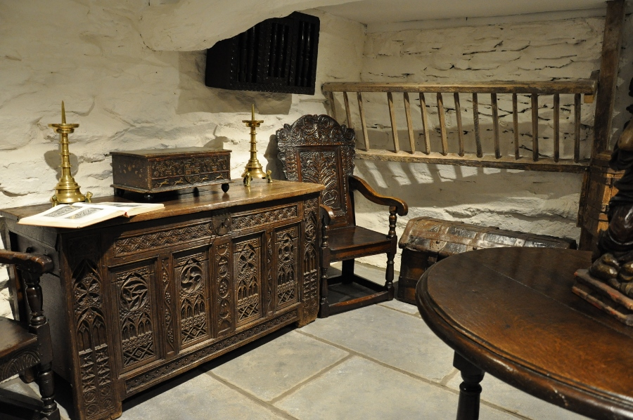 Early Oak Furniture and Works of Art - Antique Oak Furniture And Oak Antiques: Tudor Oak Furniture, Welsh